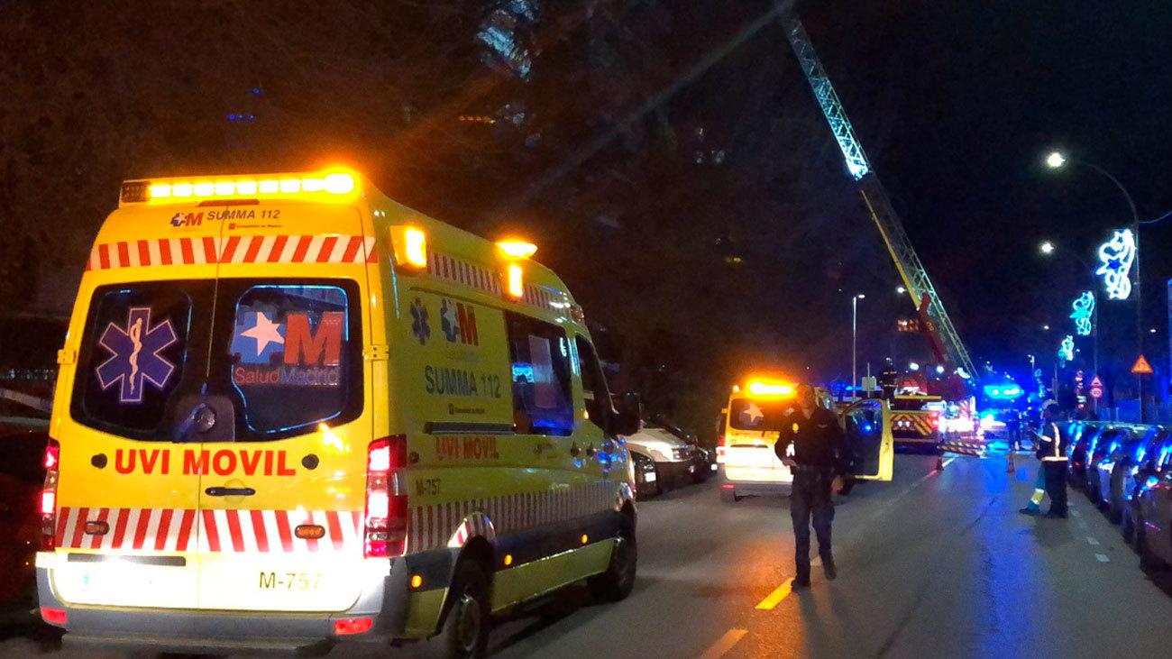 Trasladan al hospital a tres intoxicados en el incendio de Torrejón de Ardoz