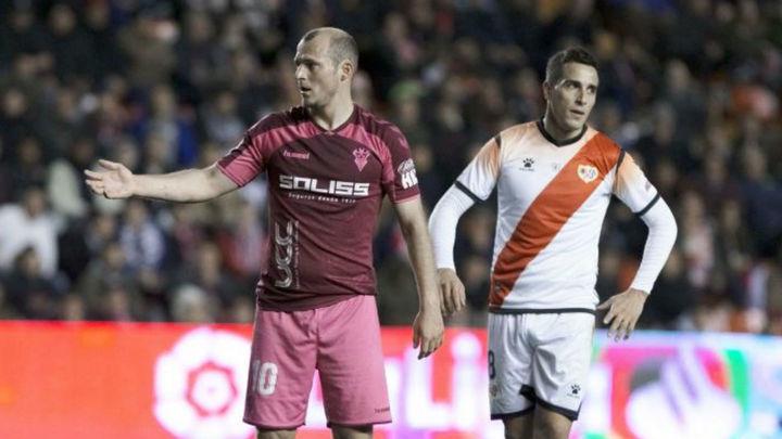 Suspendido el partido entre el Rayo y el Albacete por insultos a Zozulia
