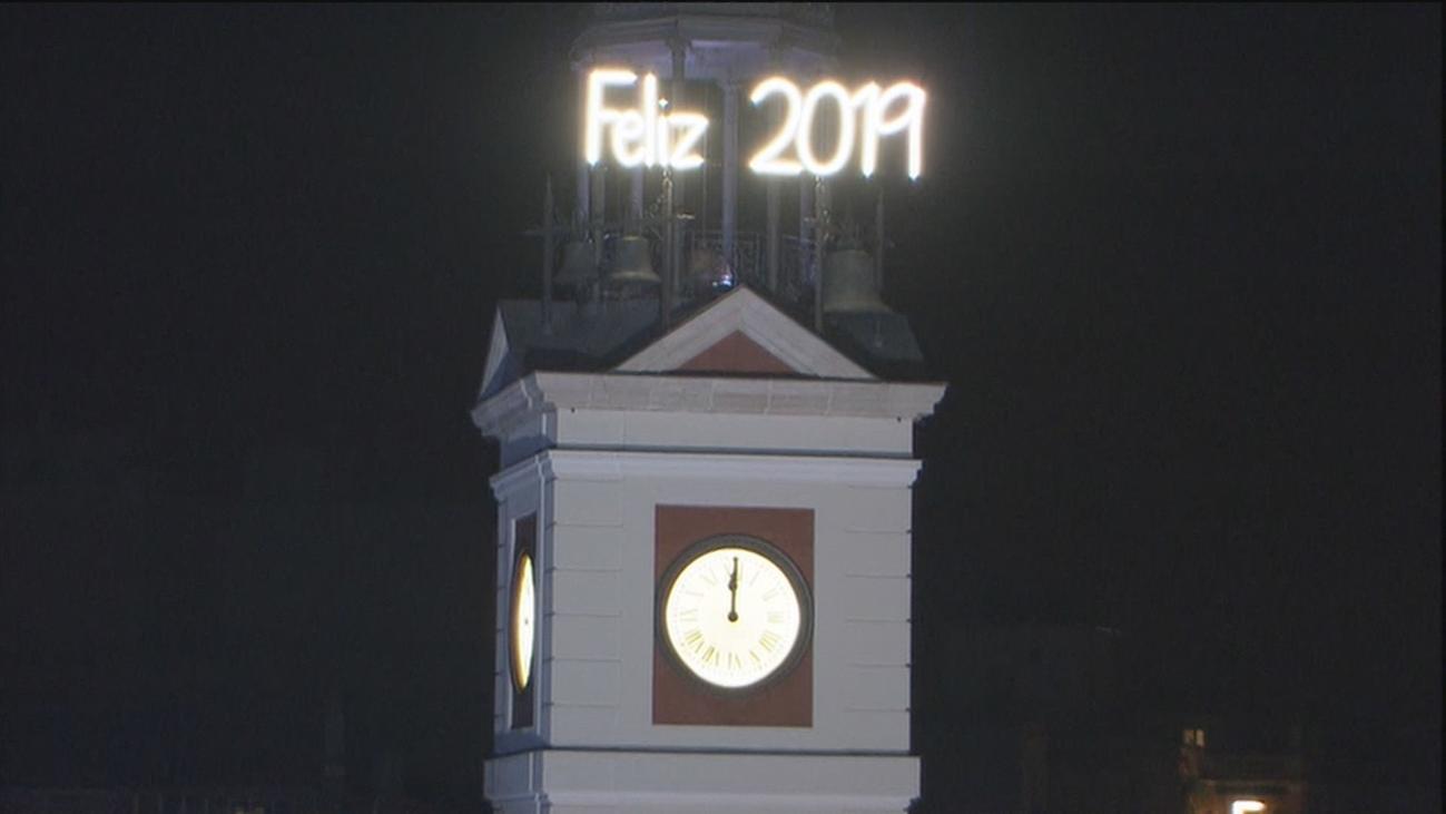 El reloj de la Puerta del Sol se prepara para celebrar la Nochevieja