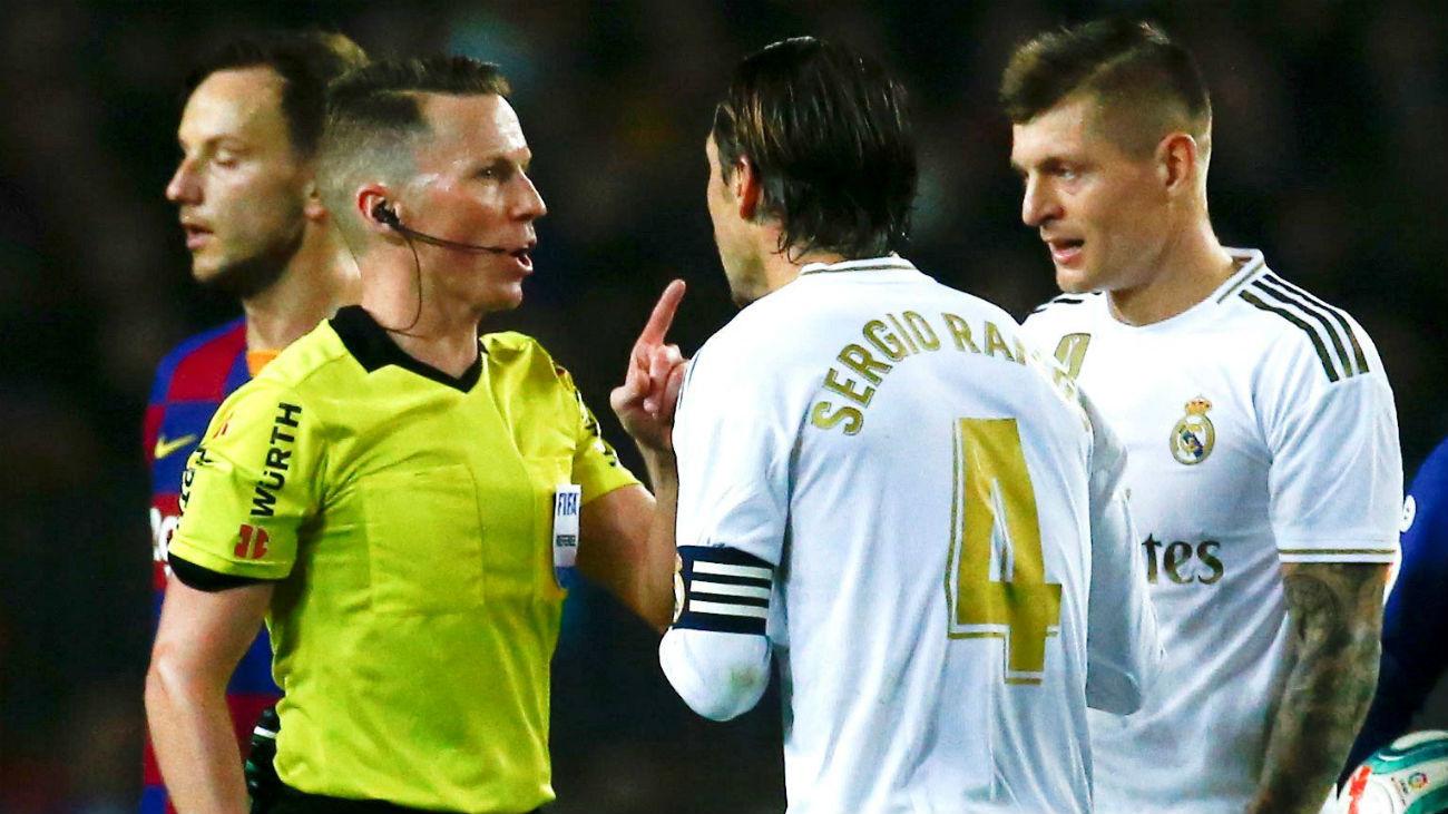 """Sergio Ramos se queja: """"Se ve claro que son dos penaltis"""""""