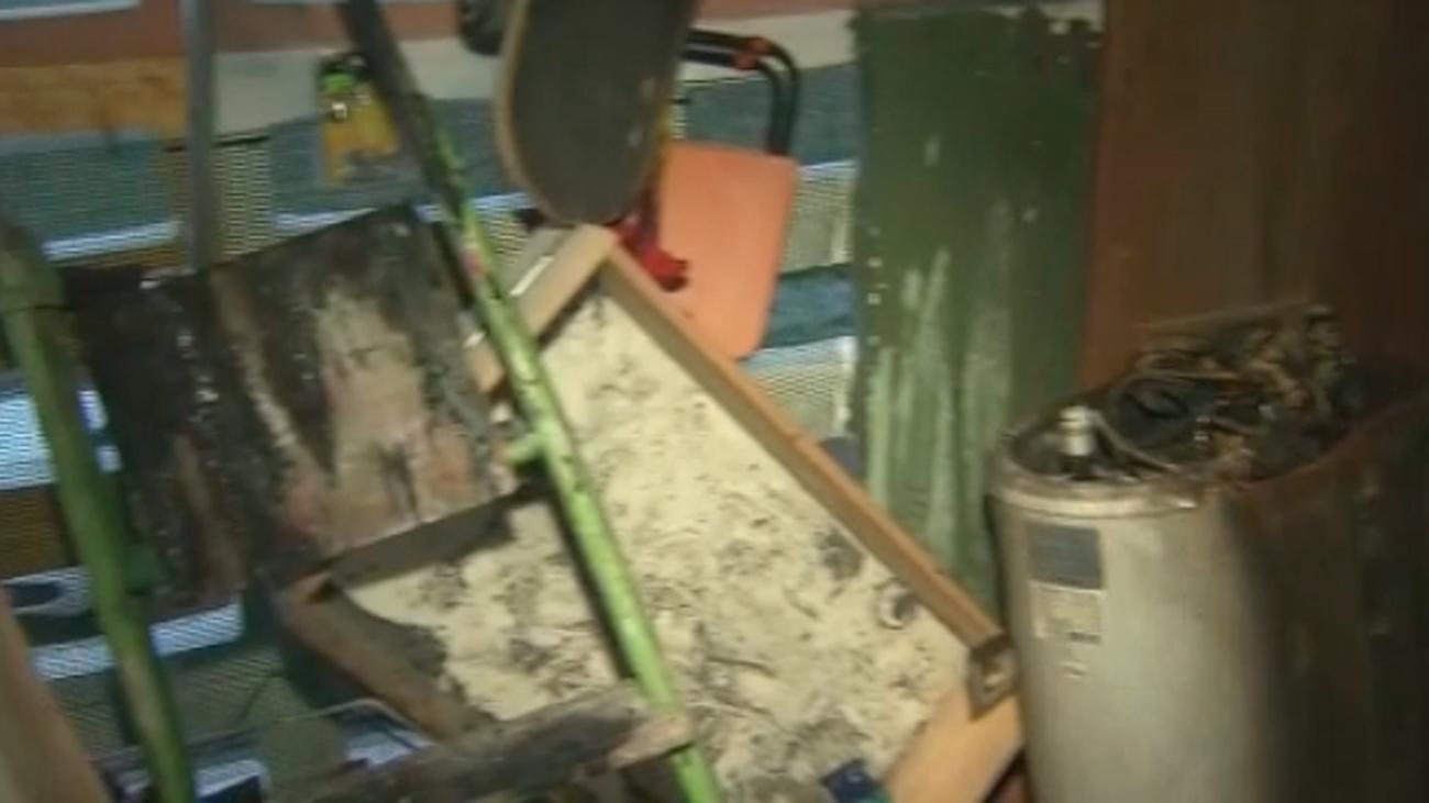 Un petardo lanzado por un chaval incendia una casa en Humanes y causa serios daños
