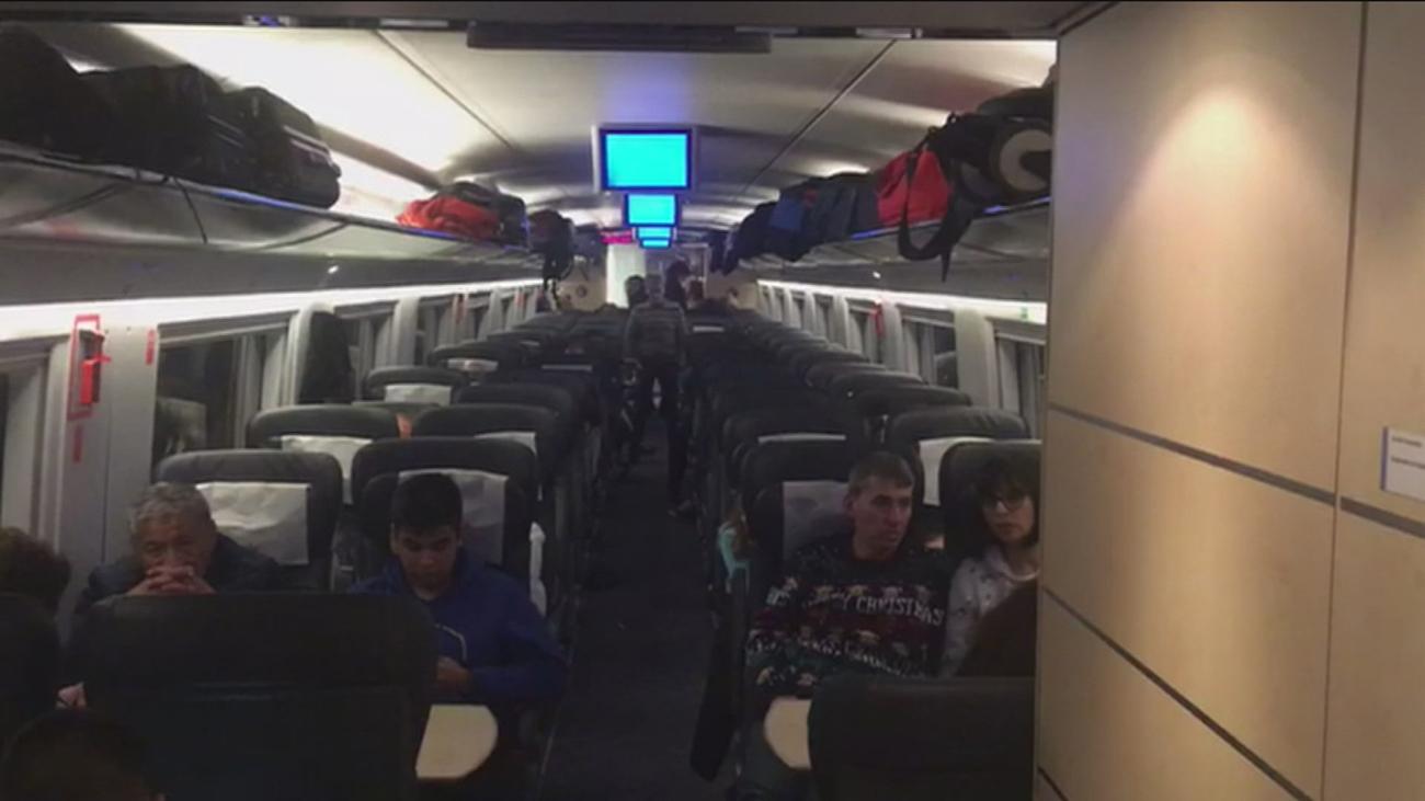 Noche de tensión en el AVE averiado con 717 pasajeros atrapados