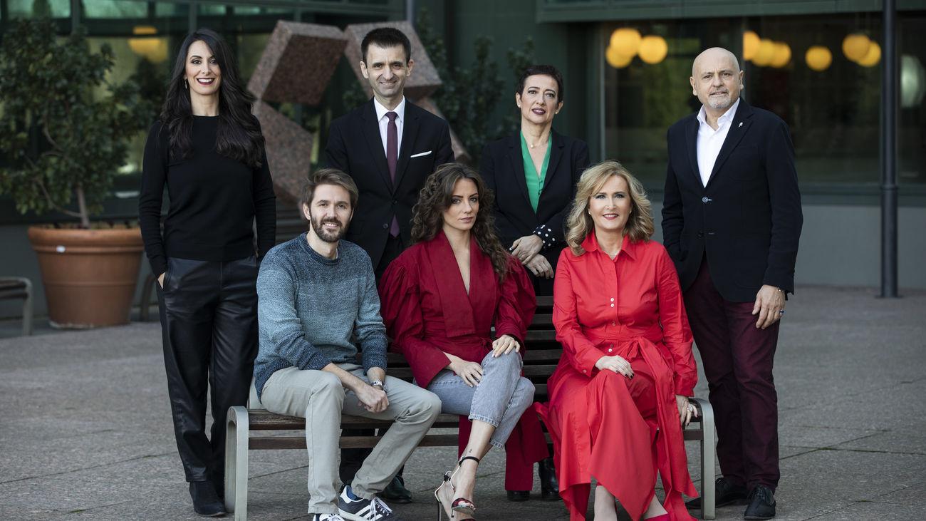 Isabel Vázquez, Manuel Velasco, José Pablo López, María Hervás, María Guerra, Nieves Herrero y Juan Carlos Pérez de la Fuente.