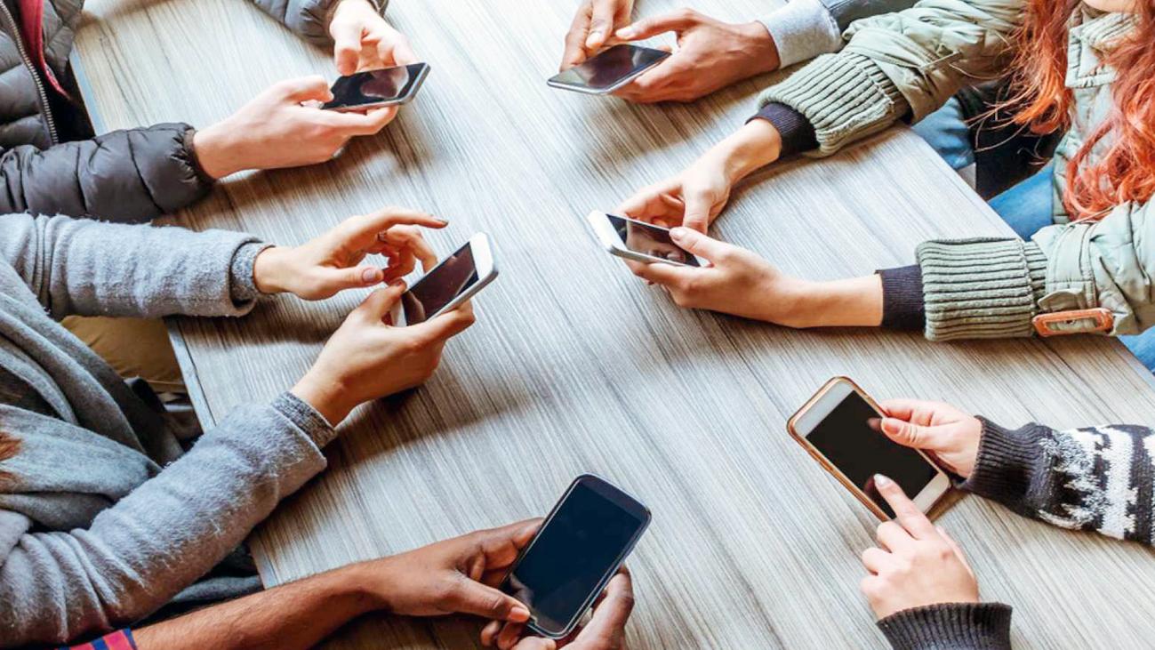 La Comunidad de Madrid prohibirá los móviles en centros educativos a partir del próximo curso
