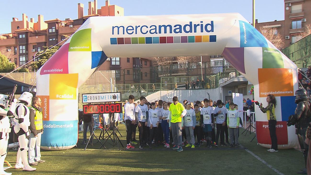 Más de 1.000 niños corren la San Silvestriña solidaria en Vallecas