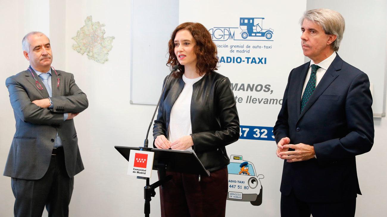"""Ayuso felicita el 2020 al sector del taxi y apuesta por """"mirar hacia delante y caminar juntos"""""""