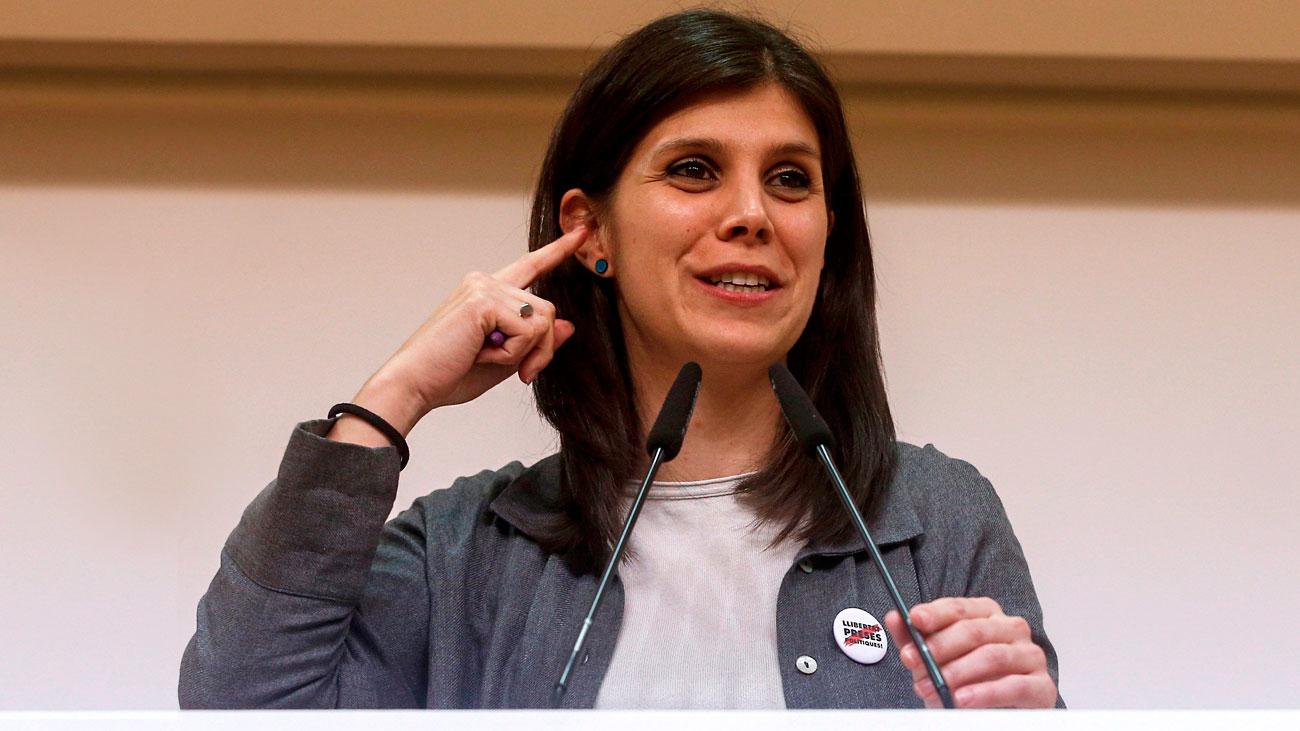 """PSOE y ERC acuerdan una consulta en Cataluña para """"superar el conflicto"""""""