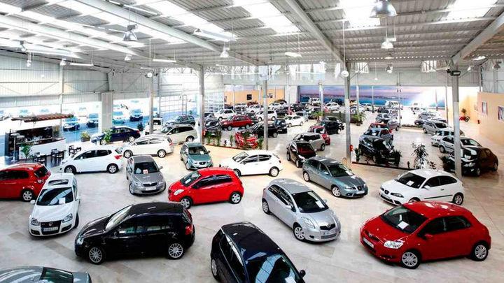Caen las ventas de coches un 4,8%  y se eleva hasta el 12 % en el caso de los particulares