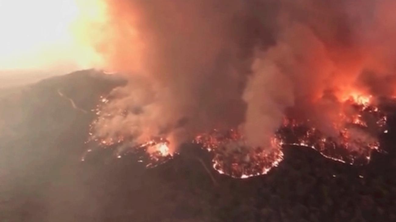 Éxodo masivo por la amenaza de los incendios que han devastado Australia y provocado 17 muertos