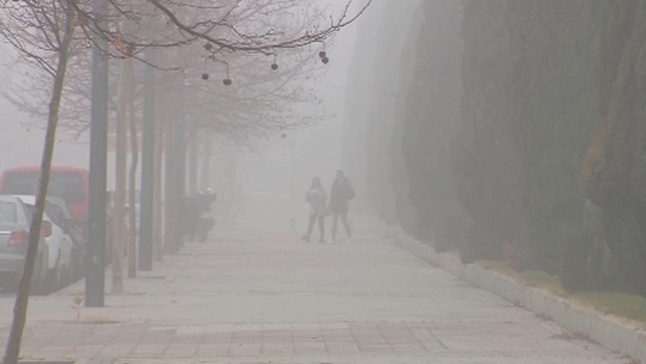 El frío y la niebla mantienen la 'boina' de la contaminación en Madrid por la falta de viento