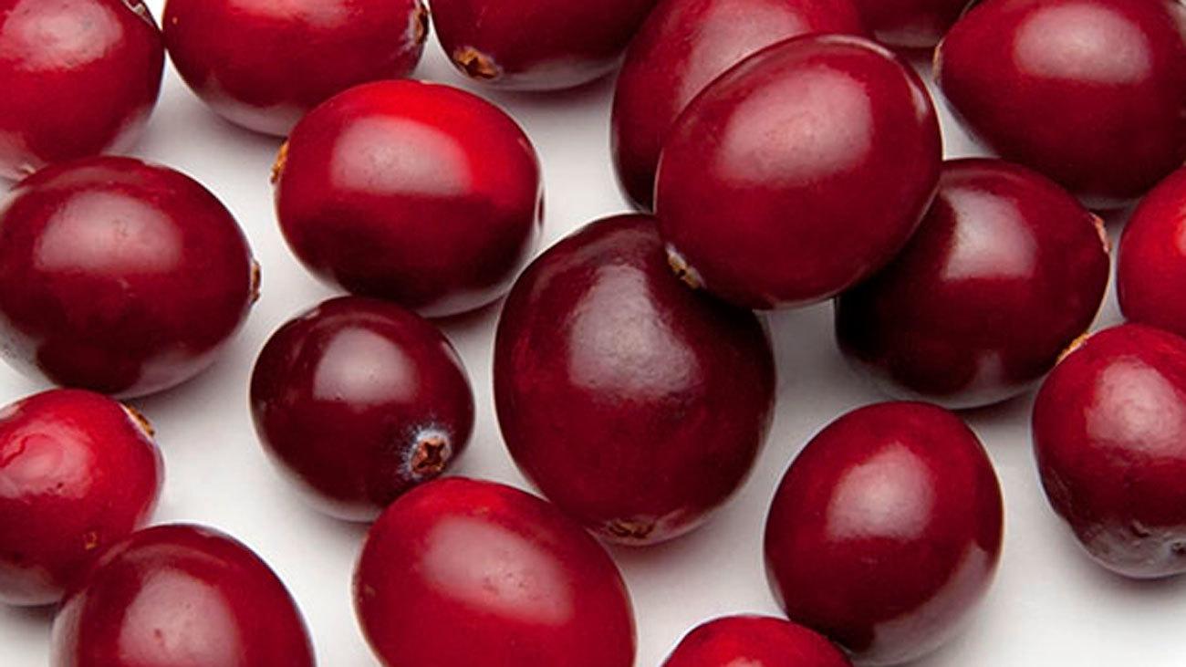 El consumo de jugo arándano rojo puede reducir la presión arterial alta
