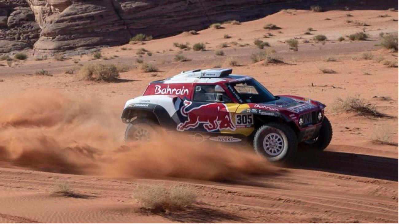 Carlos Sainz, tercero en la cuarta etapa, sigue líder del Dakar