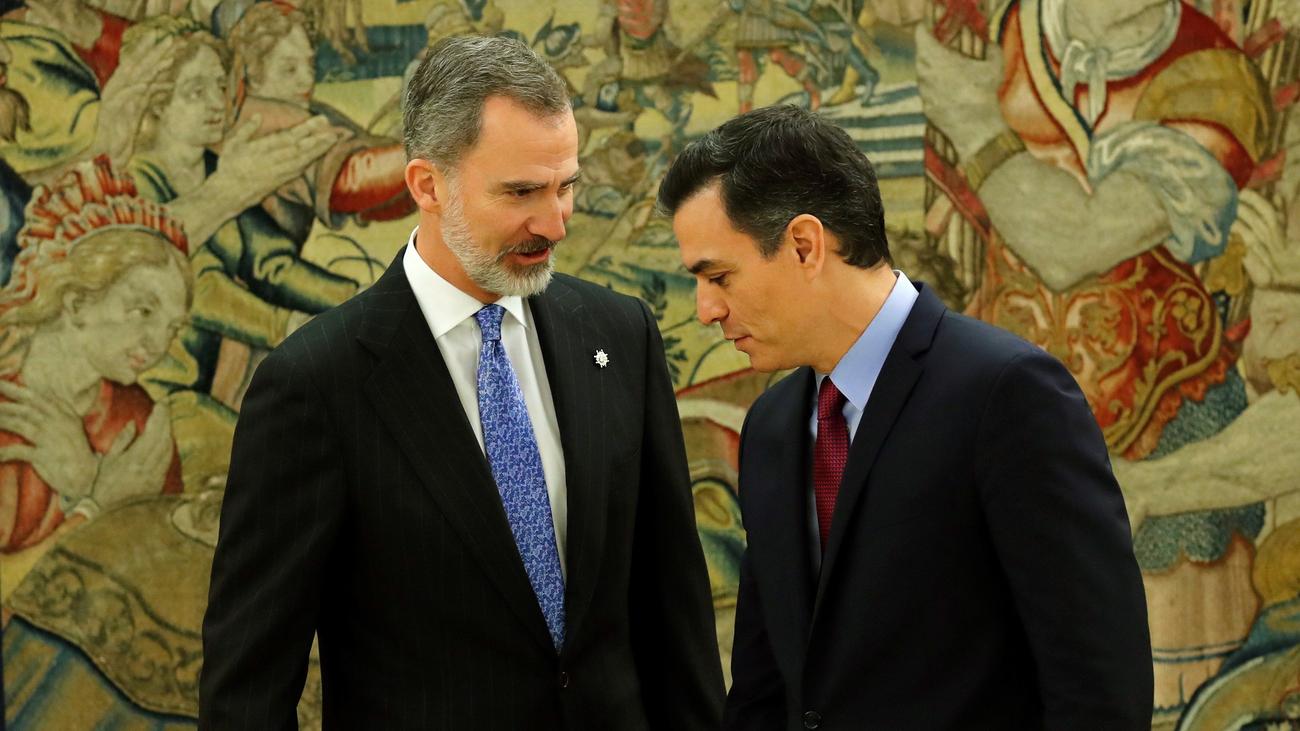 """Pedro Sánchez, al rey Felipe tras prometer su cargo: """"8 meses para 10 segundos"""""""