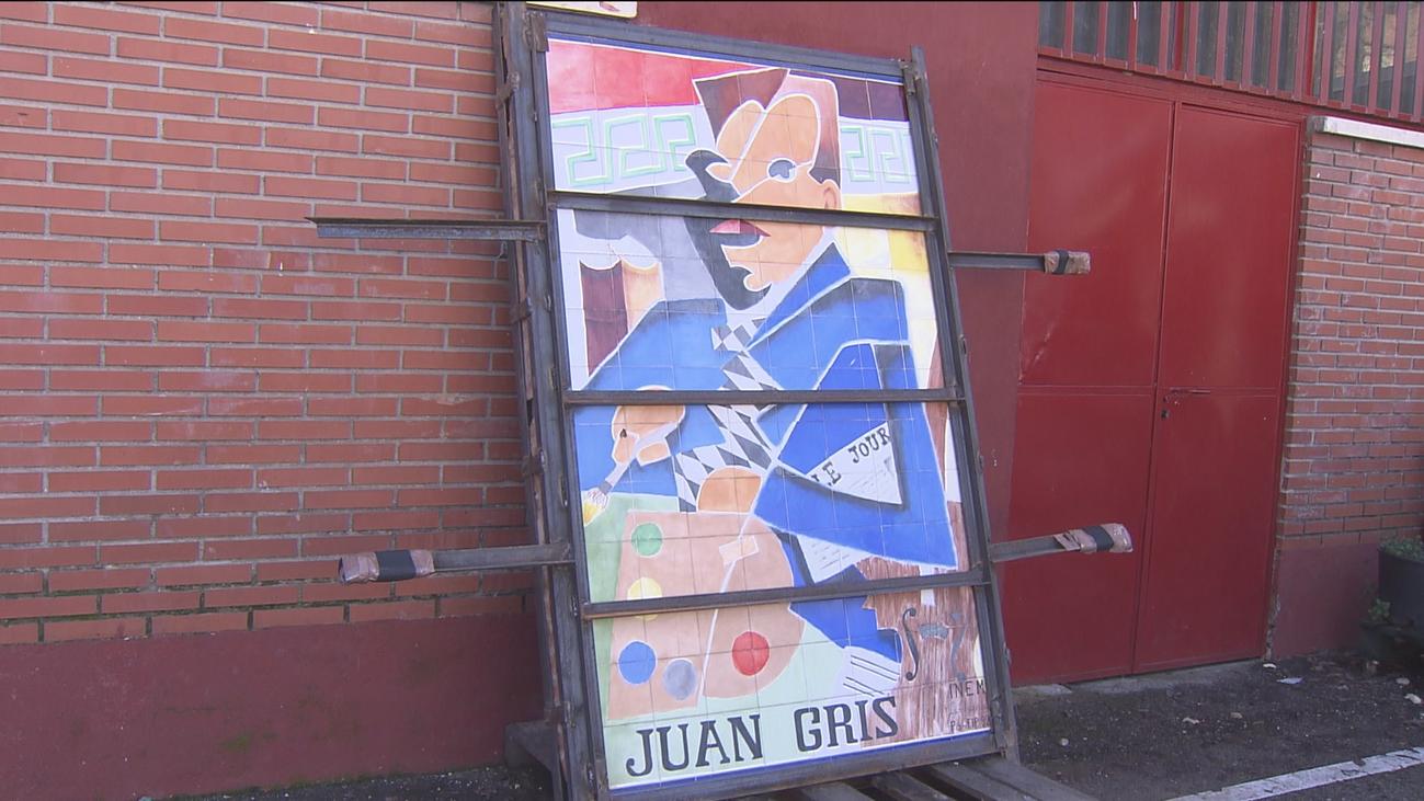 Un profesor salva un mural en la demolición del IES Juan Gris de Móstoles