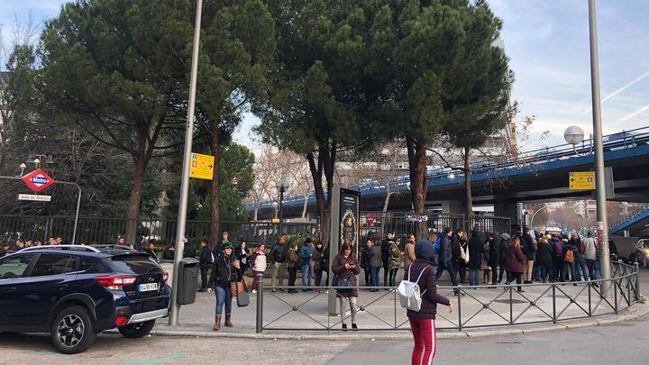 Muchas quejas de los madrileños afectados en el primer día sin la línea 4 de Metro