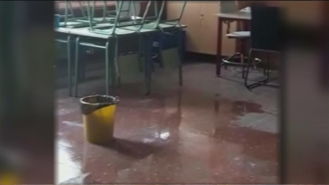 Agua, humedades y frío en el colegio Miguel de Cervantes de Fuenlabrada