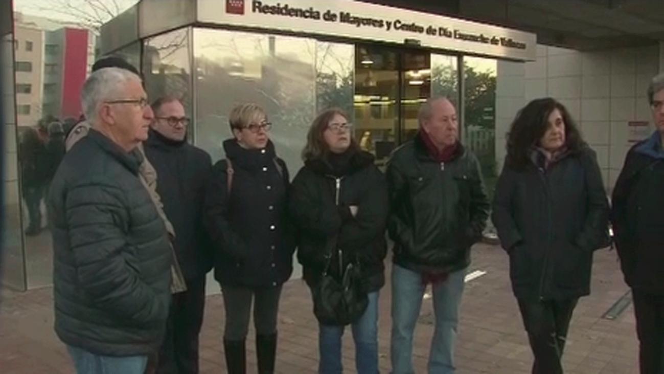 Denuncian falta de personal y comida caducada en una residencia de mayores de Vallecas