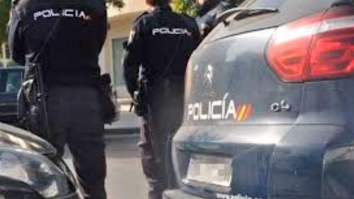 Detenido por apuñalar a su novia tras intentar atropellarla en Madrid