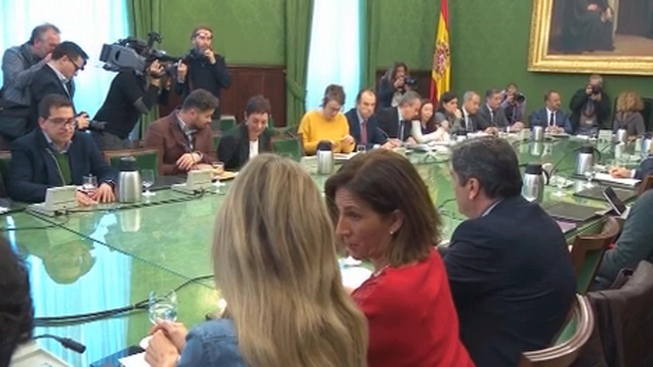 Iglesias respalda a Delgado como fiscal general y Casado pone en duda su 'curriculum impecable'
