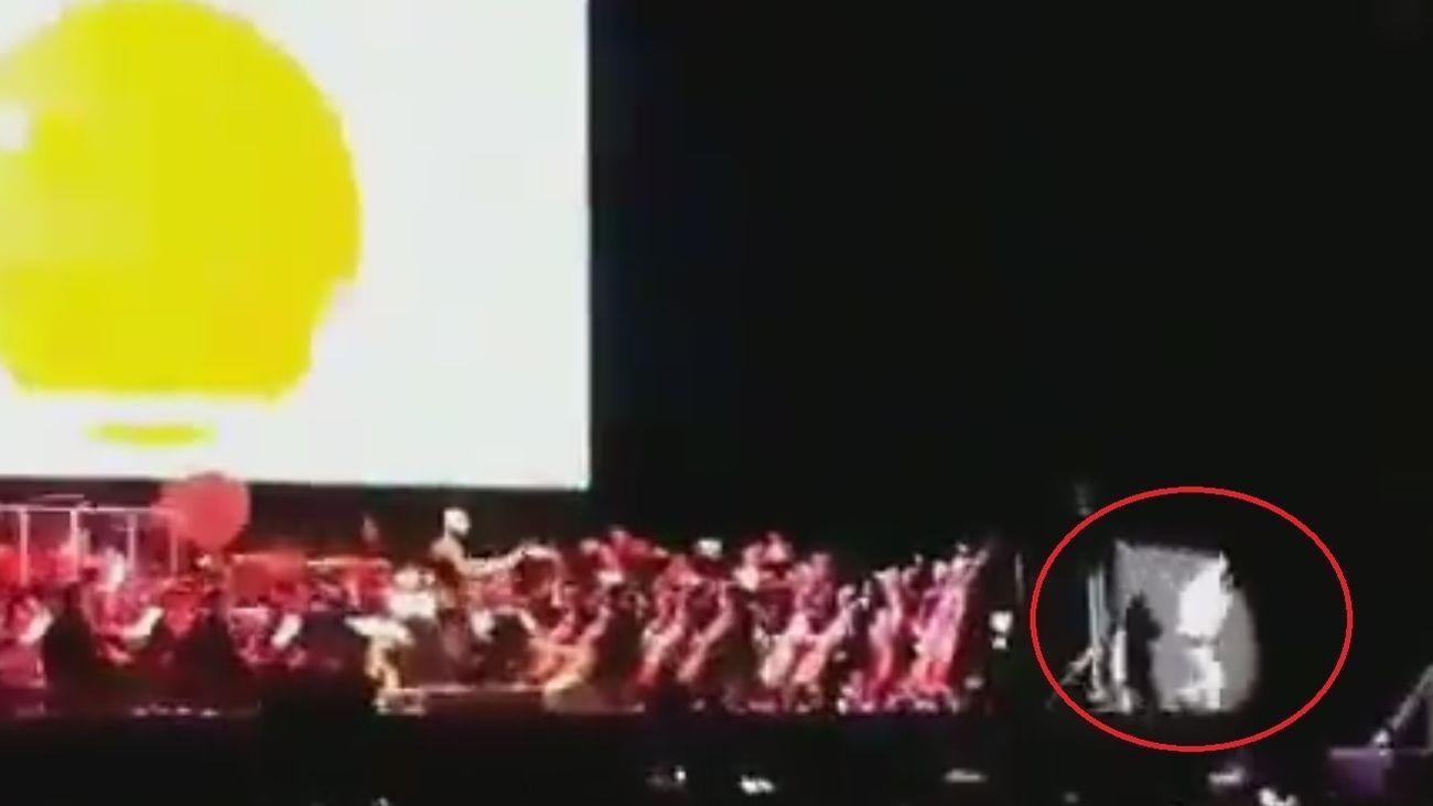 El cantante de Dragon Ball, en el momento previo a su caída en el Wizink Center
