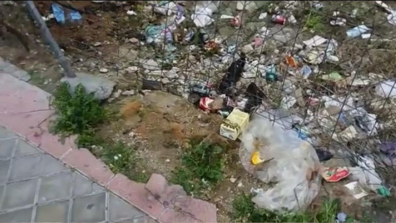 Nuevas quejas vecinales en Carabanchel y Vallecas por olor a orina y excrementos de perros