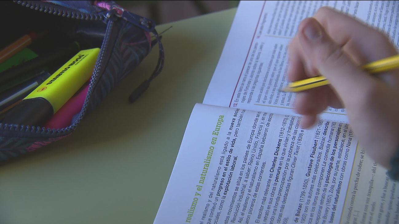 La Consejería de Educación niega que haya quejas y adoctrinamiento en las aulas madrileñas