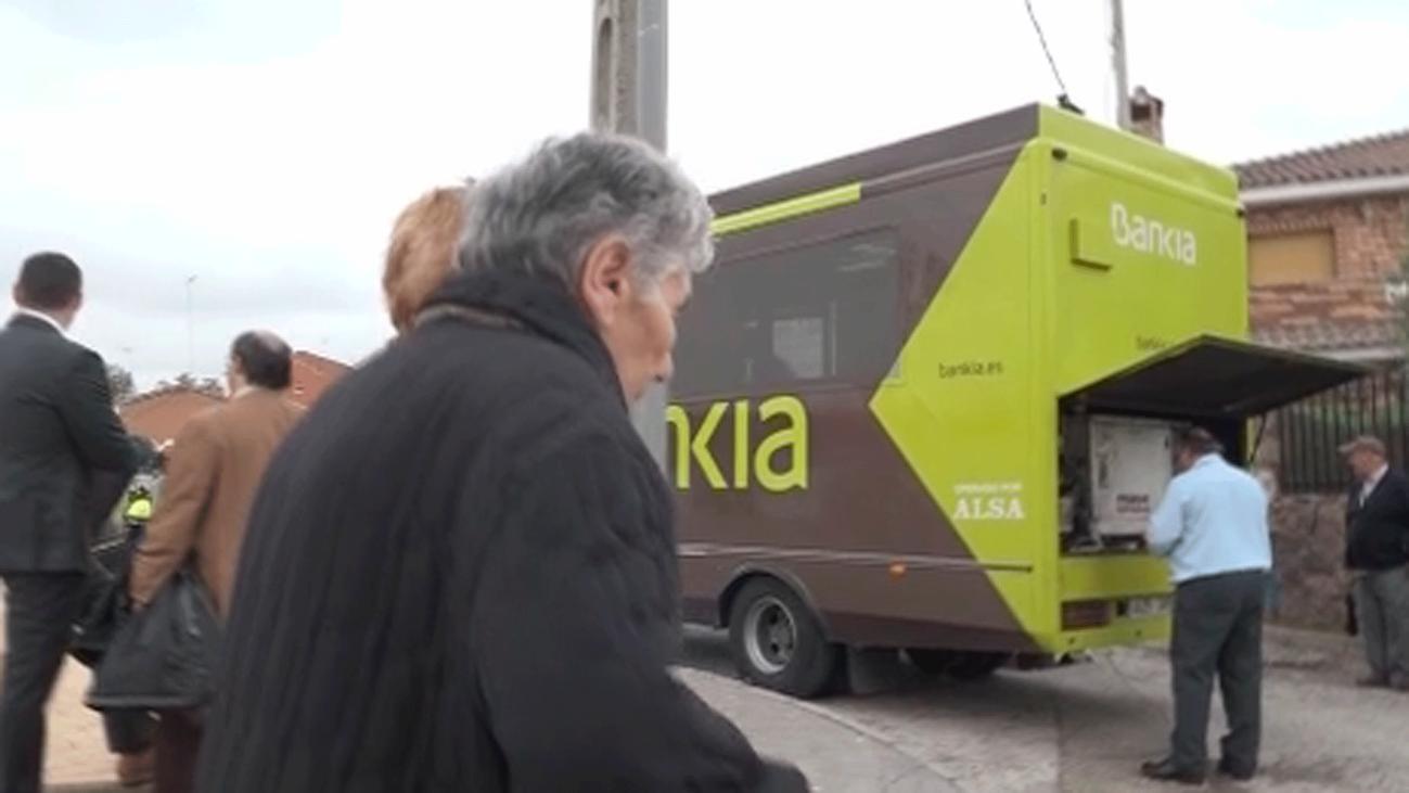 Cómo vivir sin cajero bancario en Corpa, ejemplo de la Madrid vaciada