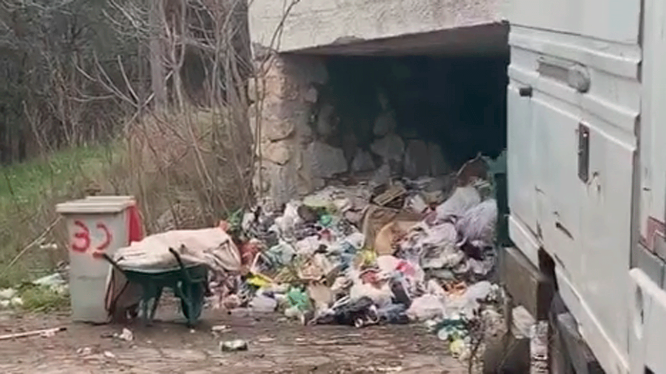 Reincide el 'rey del síndrome de Diógenes', que acumuló 80 camiones de basura en su casa de Los Molinos