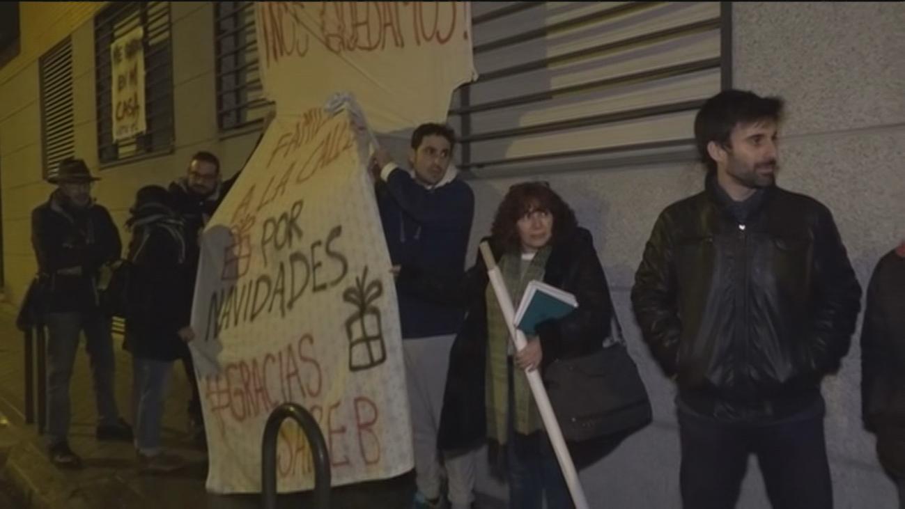 Varias familias de Carabanchel, pendientes de un desahucio inminente