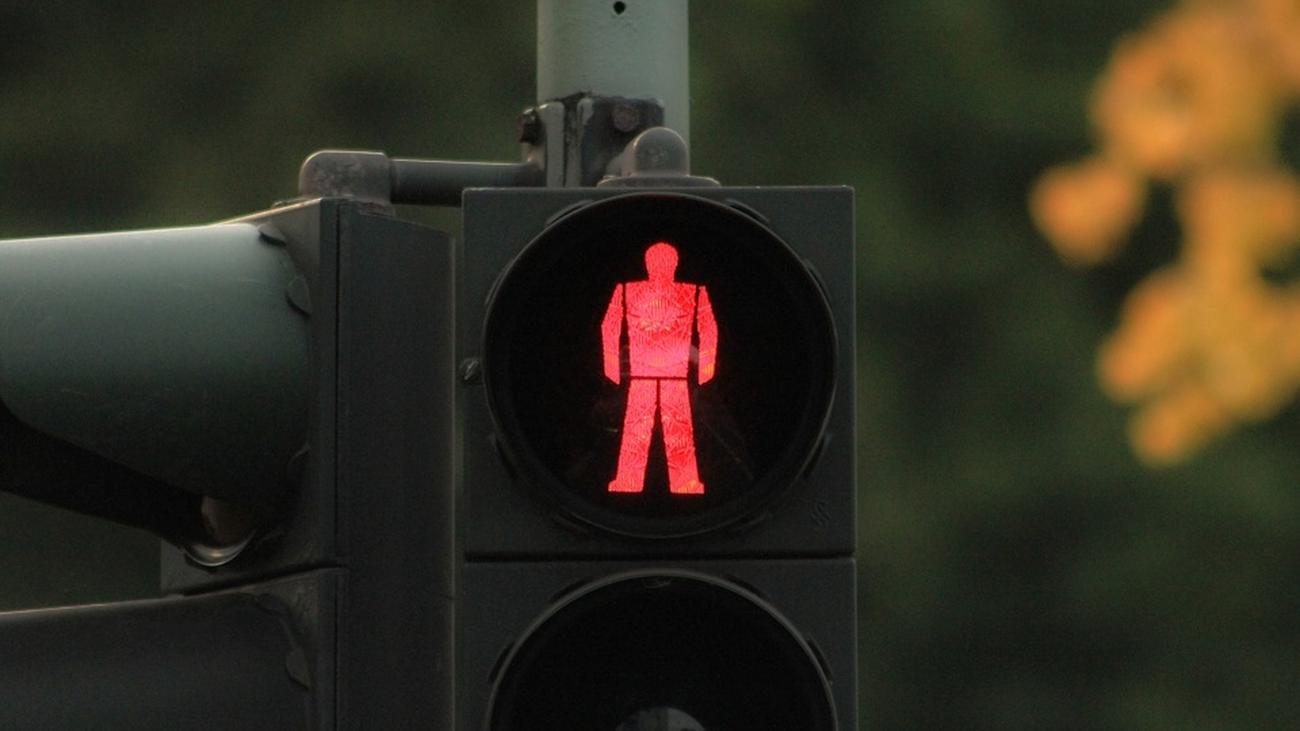 Cruzar en rojo tiene una multa de 200 euros