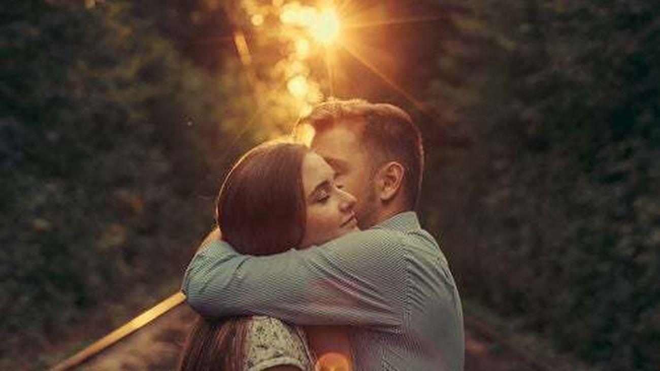 Escuela de parejas con Alicia López:  ' El contacto humano en las relaciones : los abrazos'