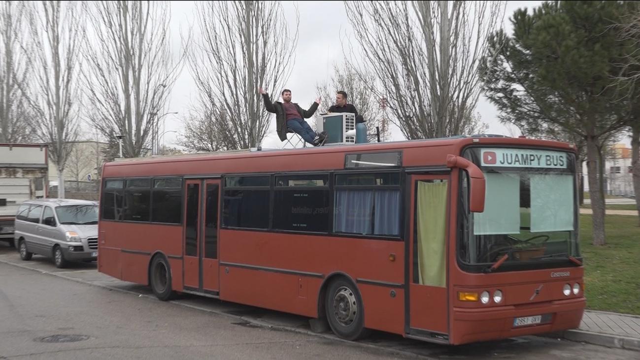 Un vecino de Fuenlabrada vive, literalmente, en un autobús