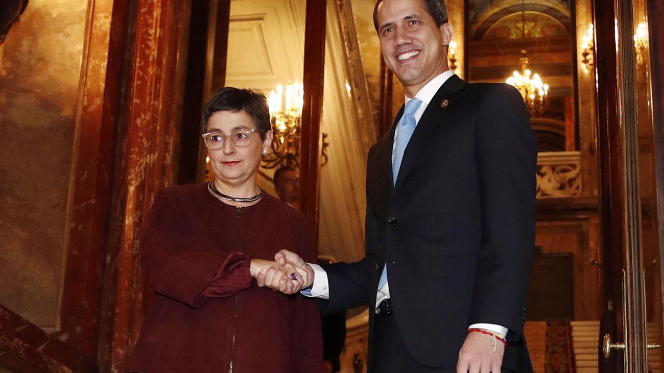 La ministra de Asuntos Exteriores se reúne con Juan Guaidó en Madrid