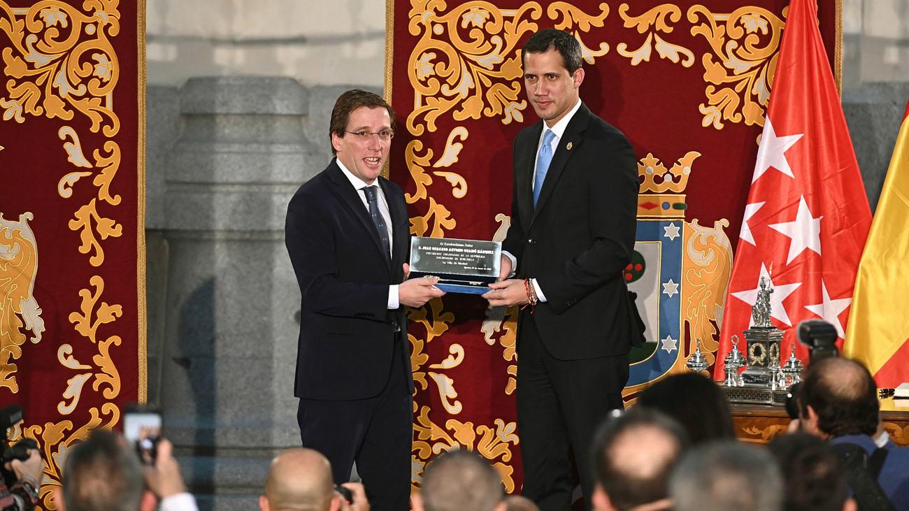 """Guaidó recibe la Llave de Oro de Madrid como """"auténtico presidente"""" de Venezuela"""