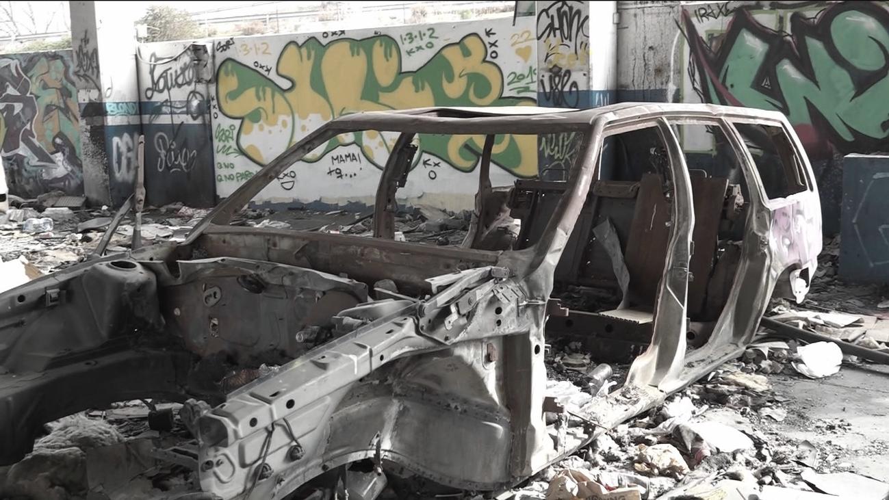 Convierten un concesionario de Alcobendas en un auténtico 'cementerio de coches'