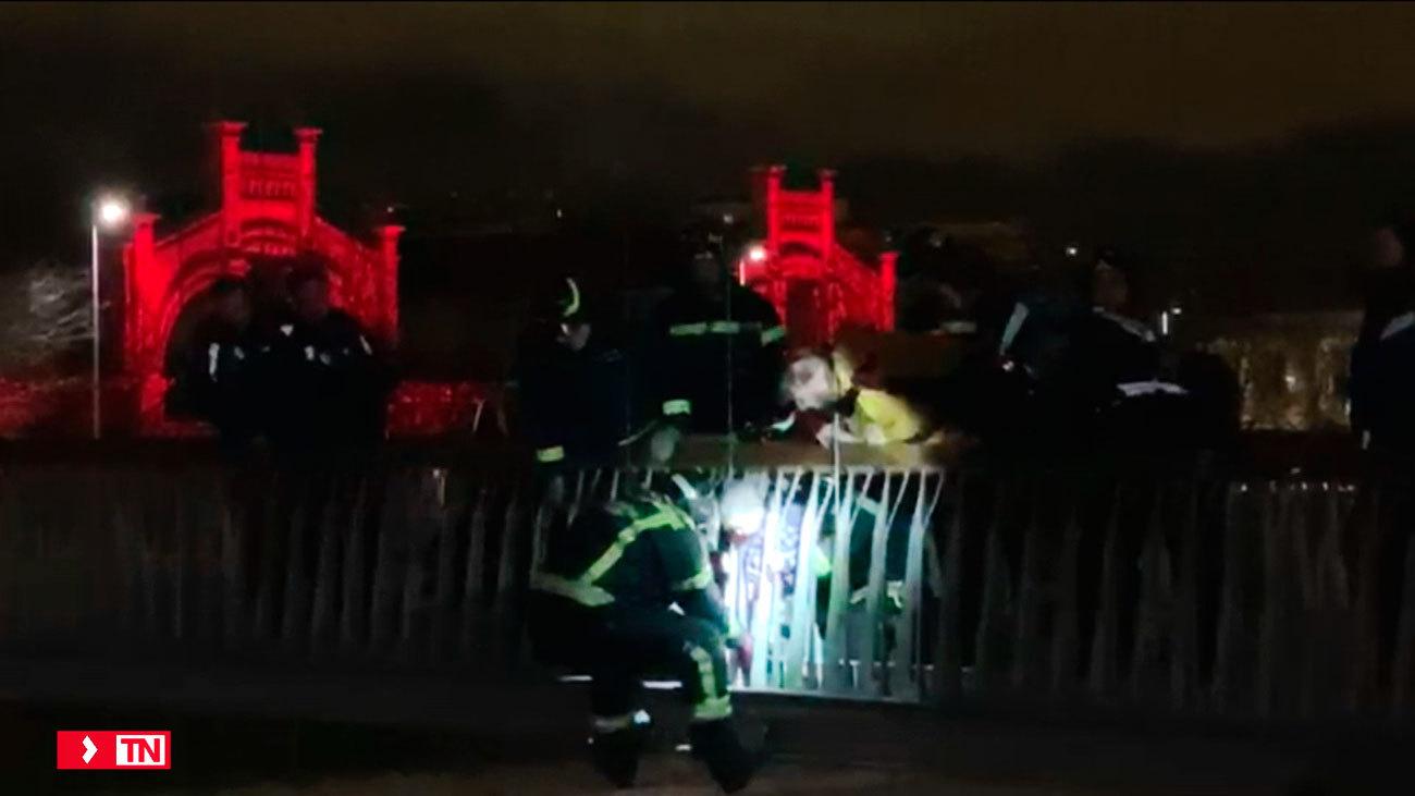 Rescatan a un niño que había quedado atrapado en los barrotes de un puente de Madrid Río