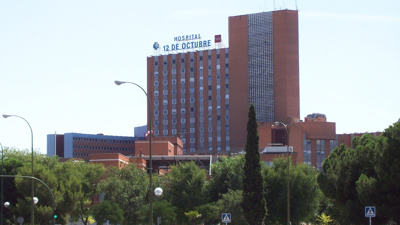 El 12 de Octubre pone un control para impedir que las personas sin hogar duerman en el hospital
