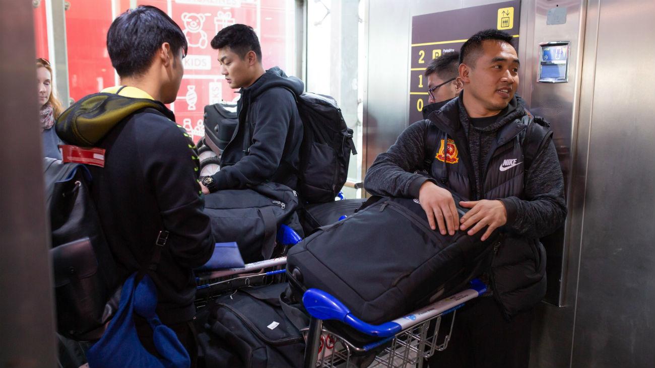 El equipo chino del Wuhan aterriza en Málaga en plena alerta por el brote de coronavirus