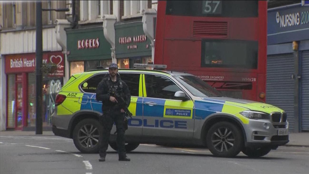 """Al menos 3 heridos y un agresor abatido por el """"incidente terrorista"""" de Londres"""
