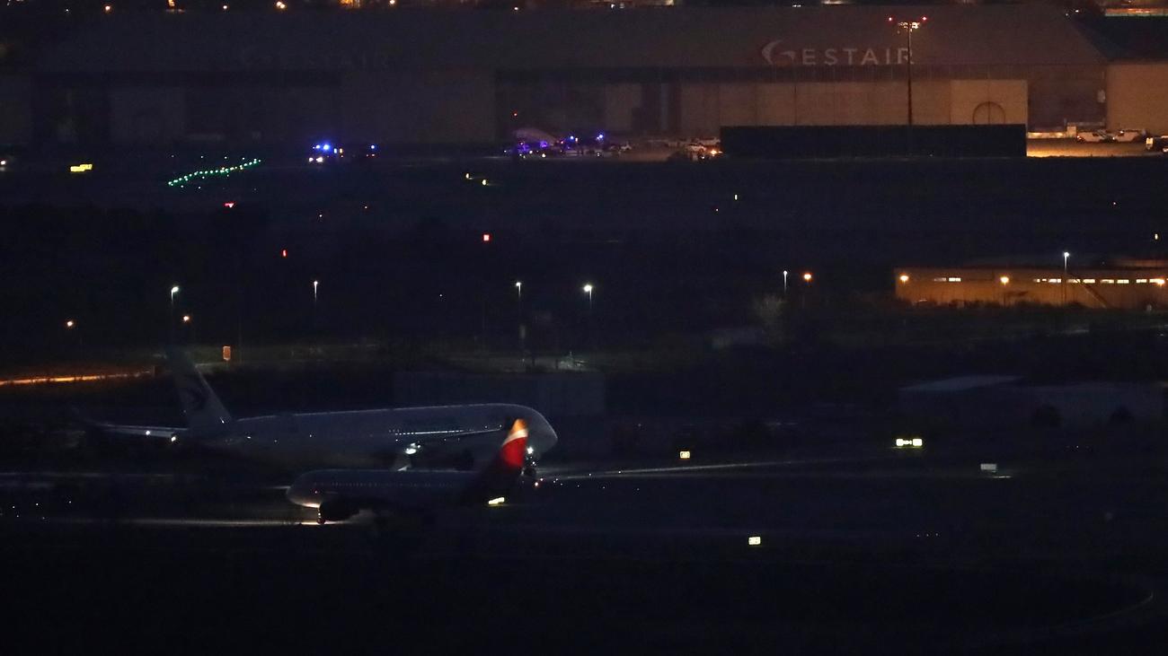 Aterriza con éxito el avión de Air Canada que volaba sin una rueda y uno de los motores