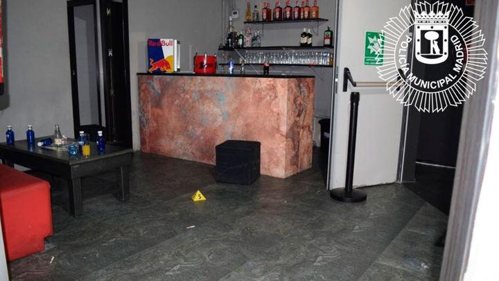 La Policía Municipal rescata a 60 personas atrapadas en una discoteca ilegal en Vallecas