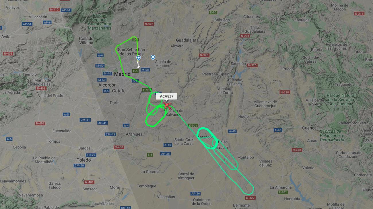 Trayecto del avión AC837 a la espera de poder aterrizar de emergencia en el aeropuerto de Madrid