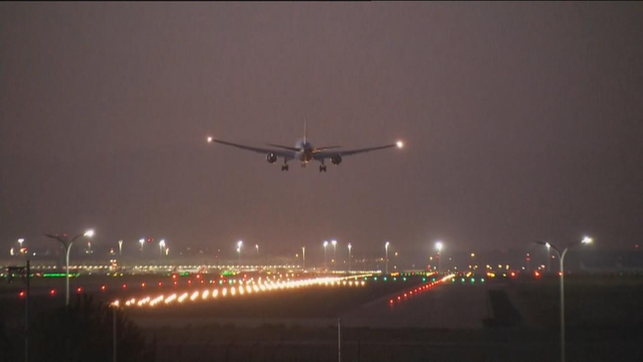 Impecable aterrizaje de emergencia de un avión en Barajas