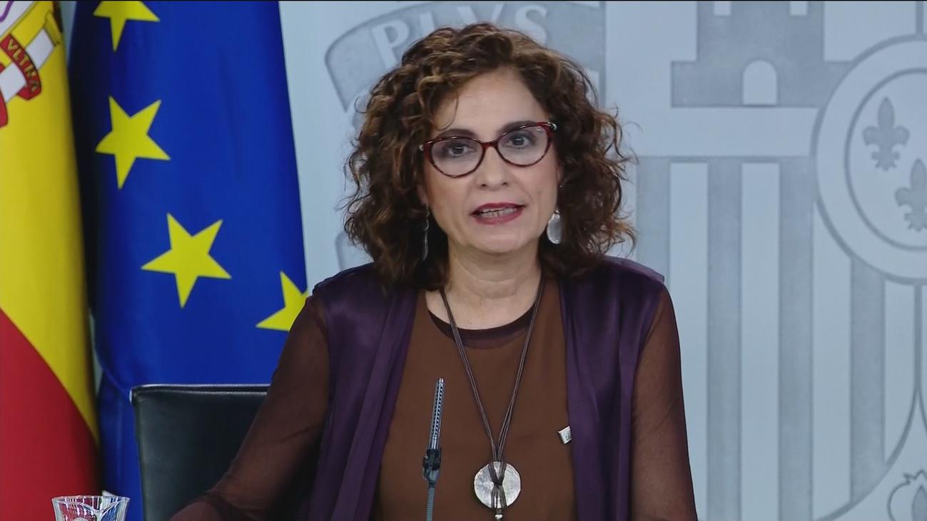 """Montero califica de """"infantiles"""" las críticas de la oposición por el paro"""