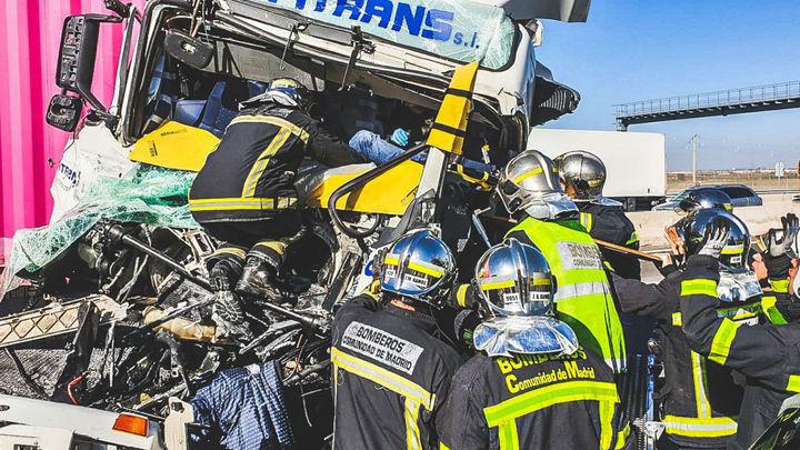 Accidente de dos camiones en Alcalá sin dejar heridos graves