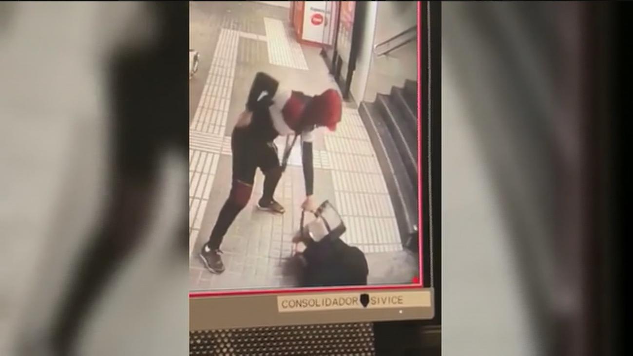Violenta agresión a una mujer en el metro de Barcelona