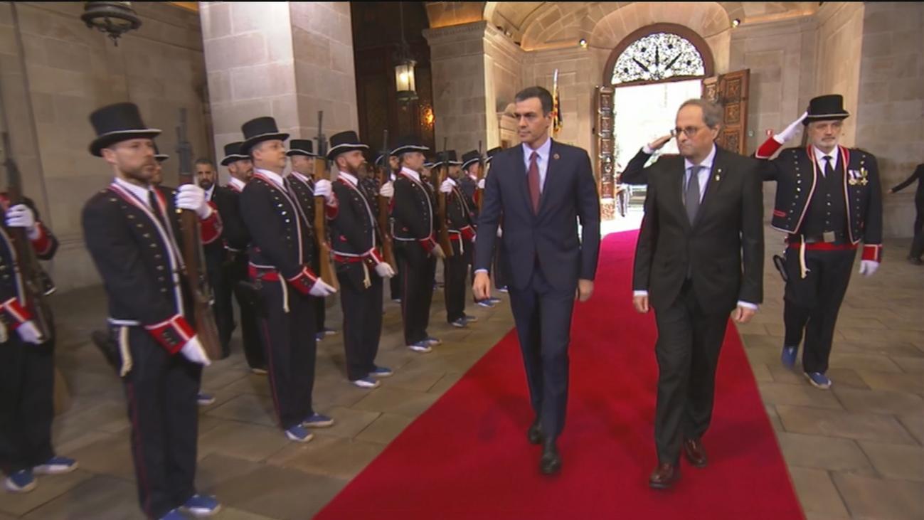 Torra recibe a Sánchez con honores de Jefe de Estado