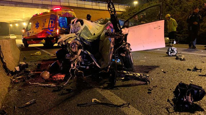 Una mujer muere tras caer su coche ocho metros en un talud de la A-2