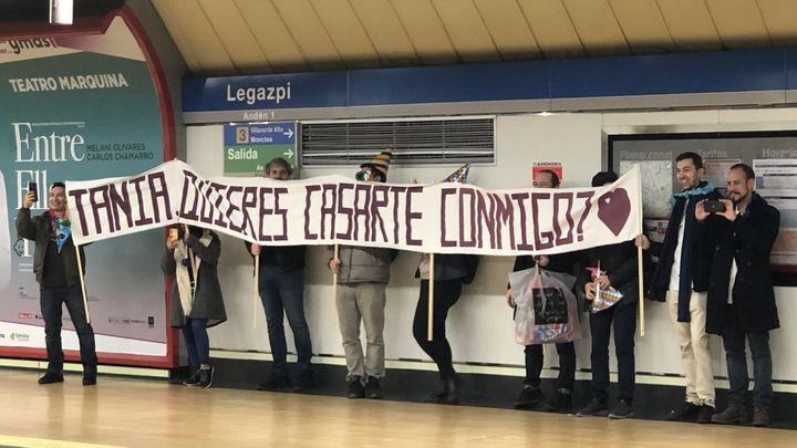 """Un """"sí, quiero"""" en el metro de Legazpi y otras peticiones de matrimonio sonadas en Madrid"""