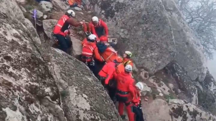 Rescatado un excursionista herido en Robledo de Chavela al precipitarse desde 15 metros